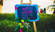 signature-board-on-your-wedding-day-which-are-out-of-the-box