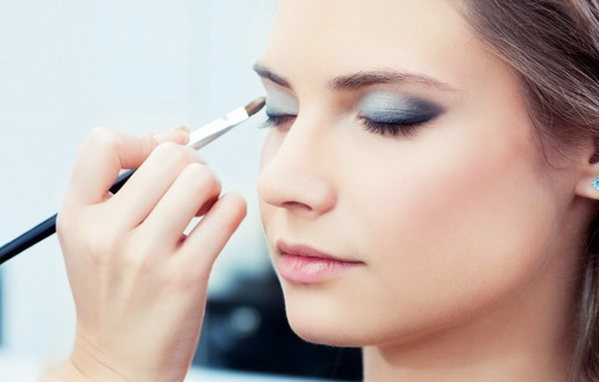 Applying Eye Makeup For Wedding Day : 6 Easy Steps For A Stunning Smokey Eyes makeup and Nude Lips ...