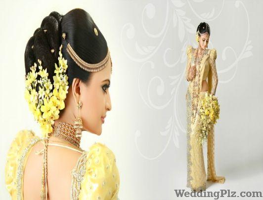 Beauty junction paschim vihar west delhi beauty for Aaina beauty salon parlin