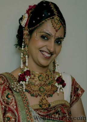 Lakme Beauty Salon in Ghatkopar East, Mumbai | 5 people ...