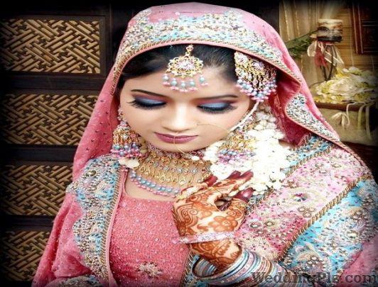 Jawed habib dwarka sector 7 dwarka beauty parlours for Aaina beauty salon parlin